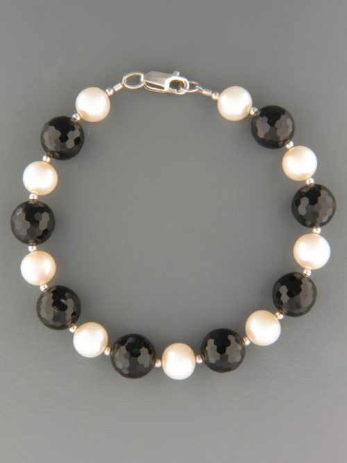 Onyx & Pearl Bracelet - 10mm round faceted stones - OX925