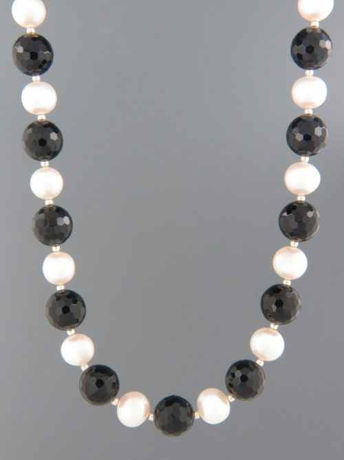 Onyx & Pearl Necklace - 10mm round faceted stones - OX084