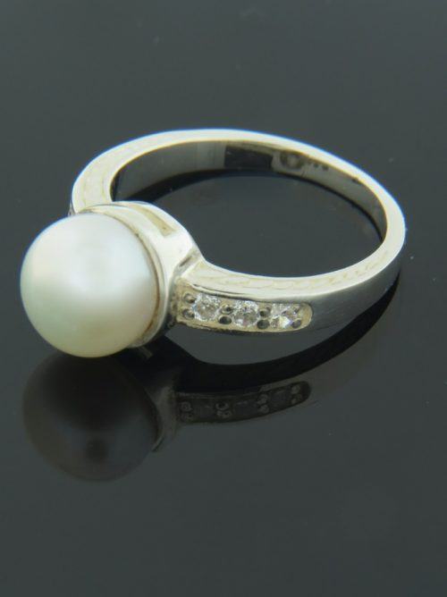 White Pearl Ring with Zircon - Sterling Silver - Y109R