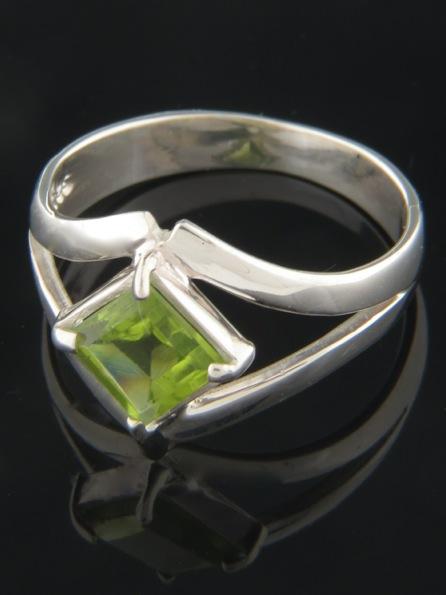 Peridot Ring - Sterling Silver - P109R