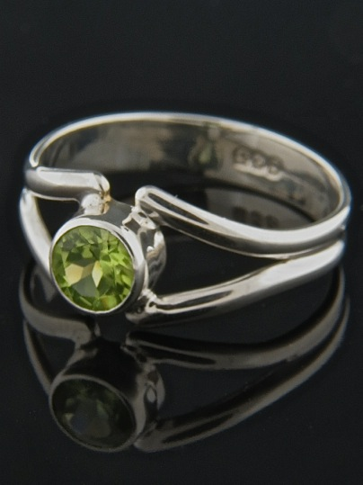 Peridot Ring - Sterling Silver - P110R